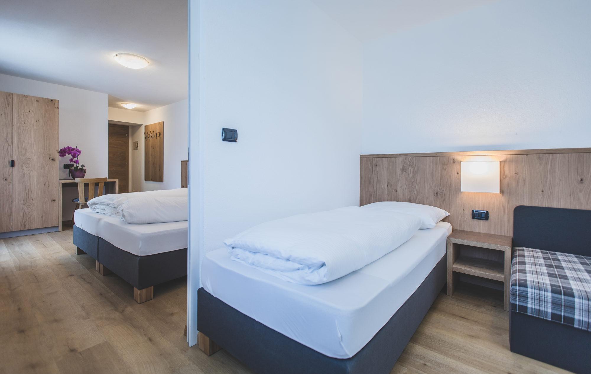 Bagno In Comune Hotel : Camera matrimoniale con bagno in comune picture of hotel di